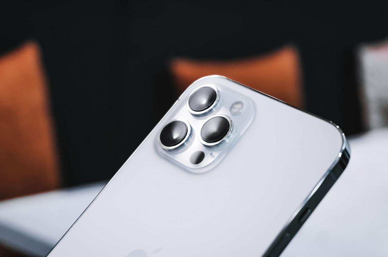 Smartphone sales take a hit